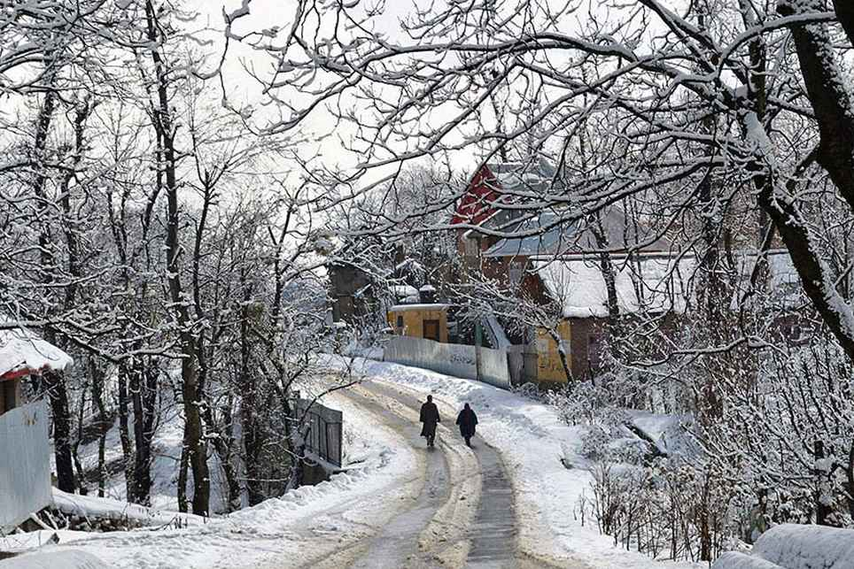short essay on winter in india Essay on different seasons in india the year revolves around many seasons, namely summer, rainy, autumn, winter and spring each season brings about a certain.
