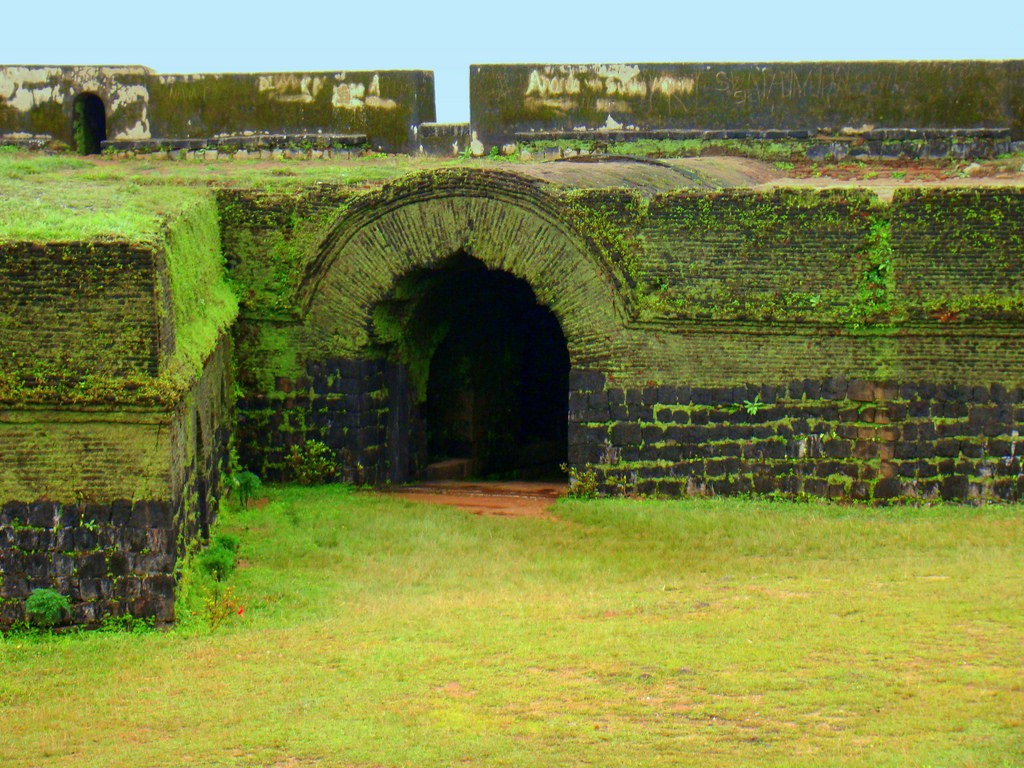 Monsoon road trip from bangalore 1 Manjarabad fort